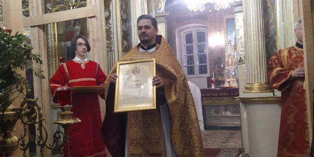 За праздничным богослужением в день Светлой Пасхи состоялось награждение сотрудников и прихожан архиерейскими грамотами
