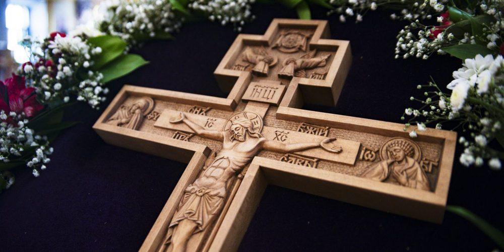 Евангелие и Апостол Крестопоклонной недели: «возьми крест свой, и следуй за Мною»